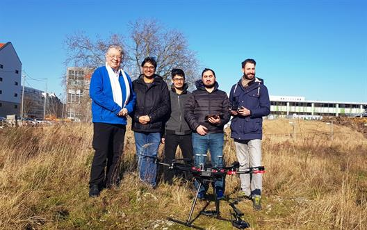 The Erasmus students, Prof. Konradin Weber (on the left) and Martin Lange (on the right) right before the UAS takes off